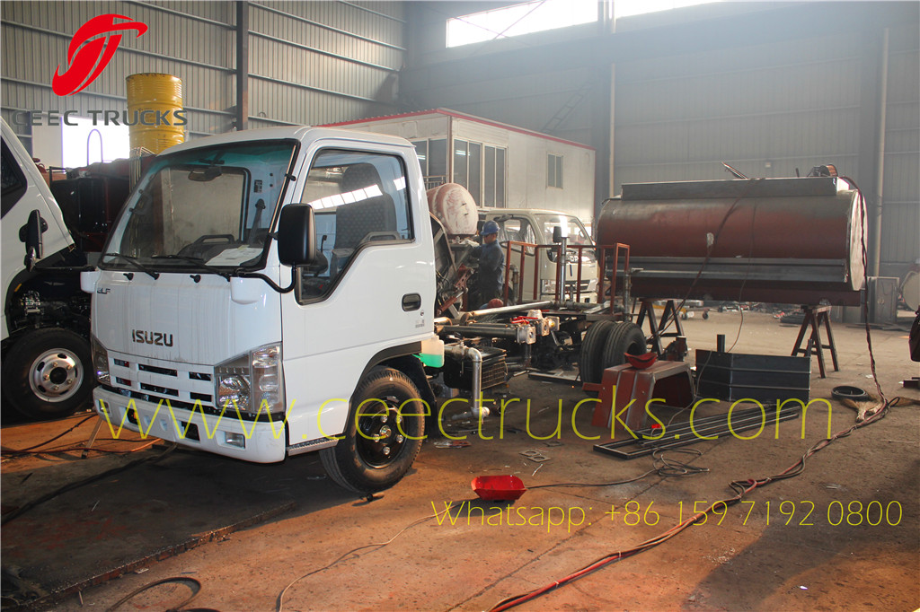ISUZU 5m³ water tanker truck under production