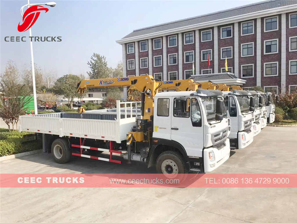 5units SINOTRUK 5t boom crane truck for Wuhan Seaport