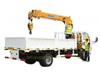 Dongfeng 4 T truck mounted crane trucks for sale