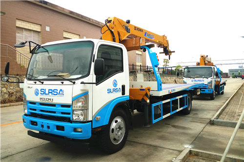 Sierra Leone customer buy road rescue trucks with boom crane